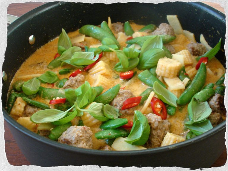 thai-red-meatball-curry-4040.jpg