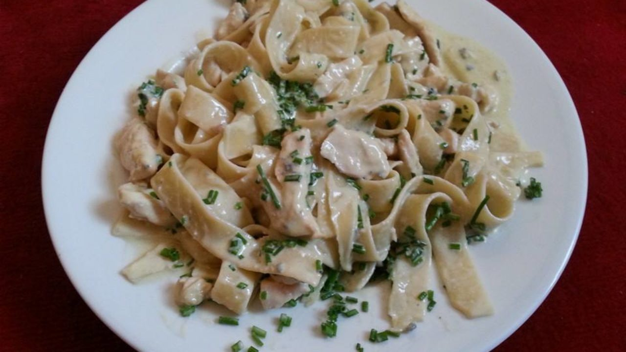Fettucine Pasta With Chicken And Gorgonzola Sauce Erecipe