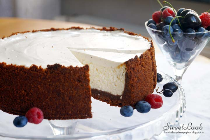 new-york-vanilla-cheesecake-with-fruits-6616.jpg