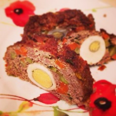 stuffed-meat-roll-with-eggs-carrots-gherkins-4854.jpg