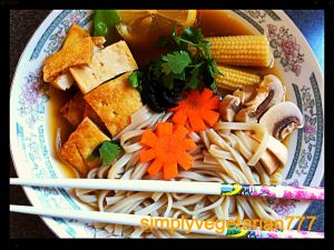 vietnamese-vegetarian-pho-a-vegan-and-vegetarian-delighful-and-arimatic-noodle-soup-4795.jpg