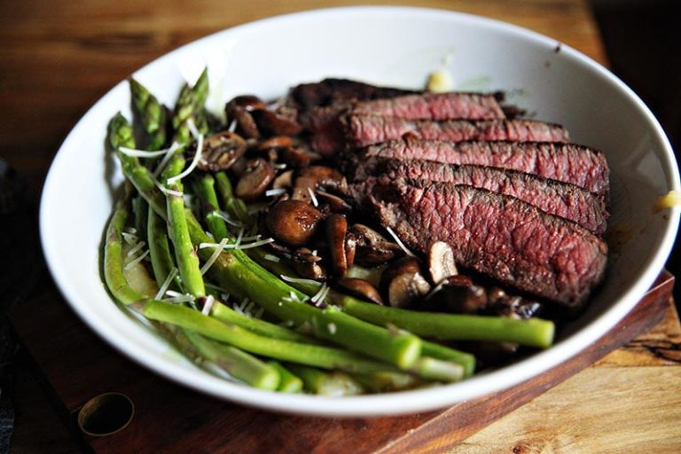 Steak with asparagus and mushrooms